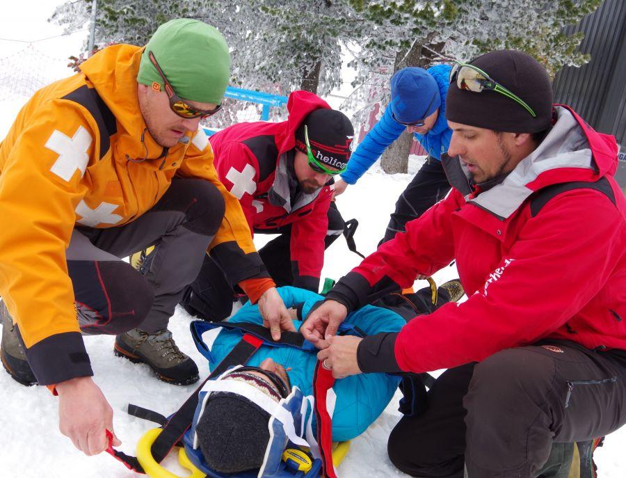 Seilbahnen Schweiz: 31 neue Fachleute für den Pisten- und Rettungsdienst