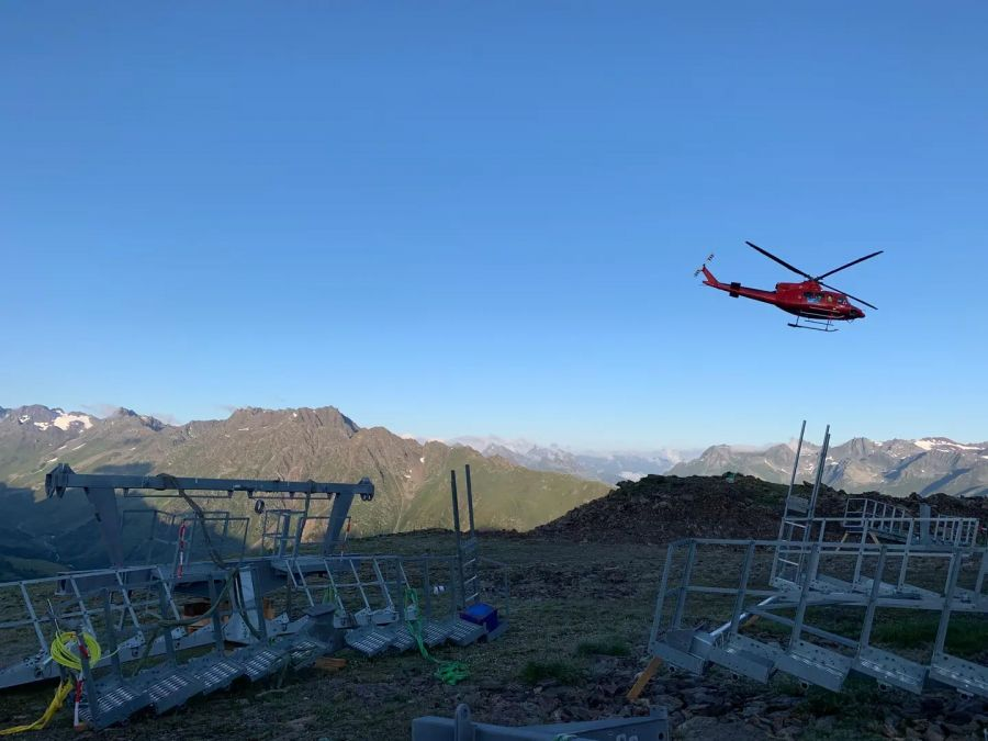 Ischgl: Stützenmontage mittels Schwerlasthelikopter